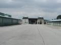 Durch das ehemalige Konzentrationslager Mauthausen
